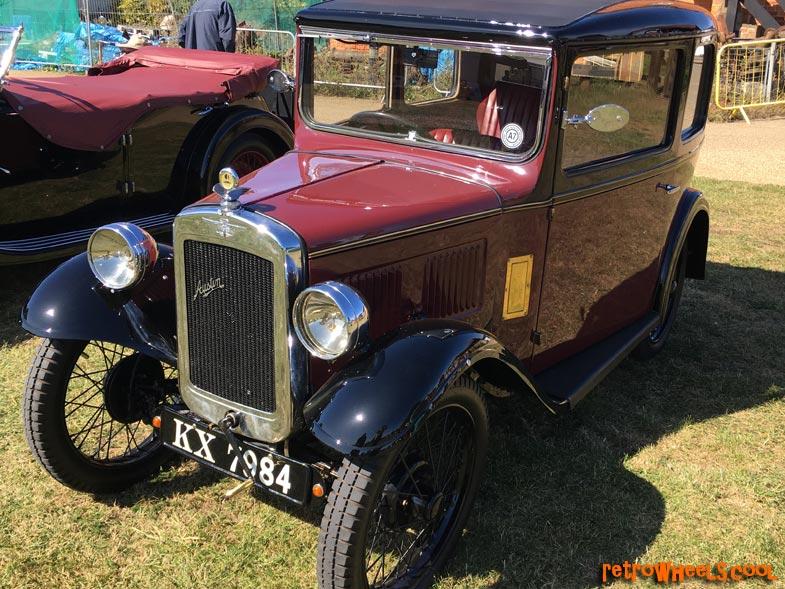 Trotters Yellow Car styled like Reliant Robin Metal Enamel Lapel Pin   XJKB12-39